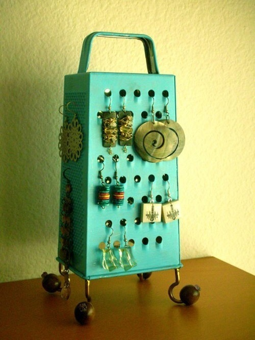 http://weheartit.com/entry/175853950/search?context_type=search&context_user=whadafuck&page=2&query=diy+jewelry+holder
